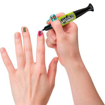 Pinta y decora tus uñas