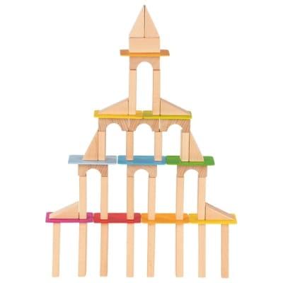 Tambor con 100 bloques y tablas de construcción en madera