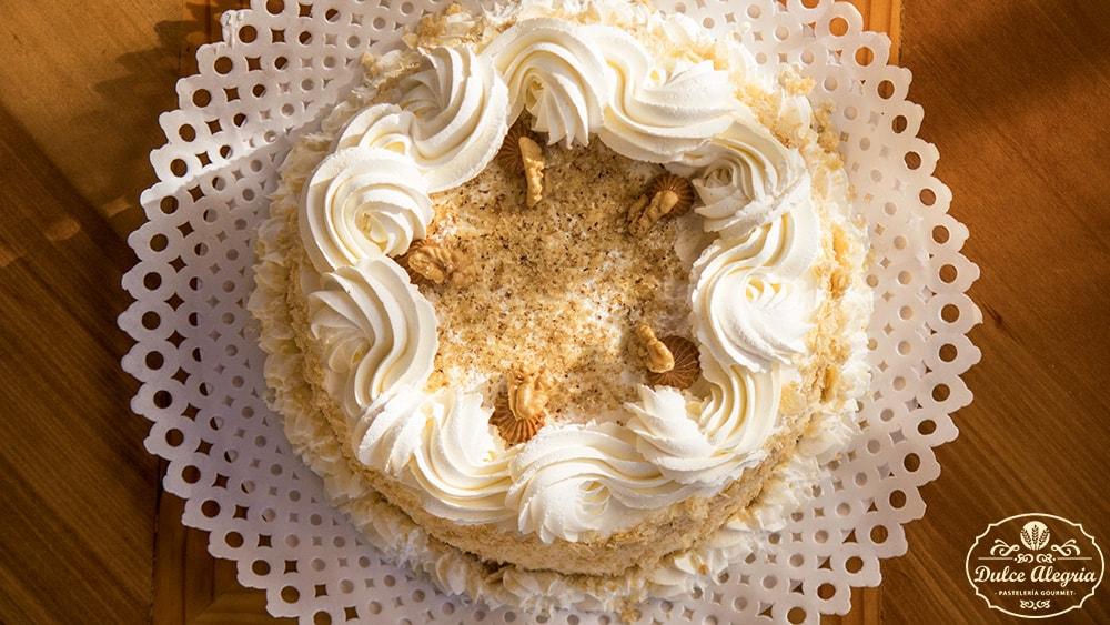 Torta Mil Hojas Manjar Chantilly Nuez