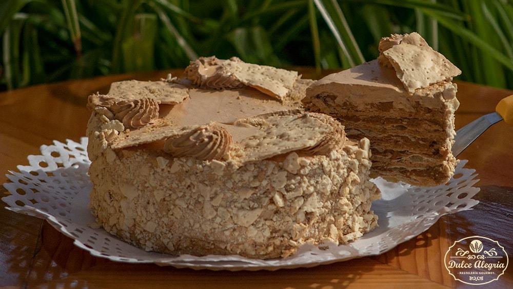 Torta Hojarasca Manjar Nuez