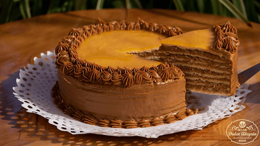Torta Panqueque Manjar Lúcuma Almendra