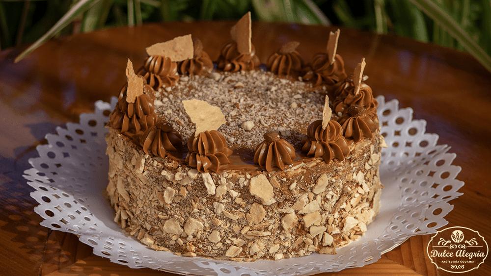 Torta Hojarasca Manjar Almendra