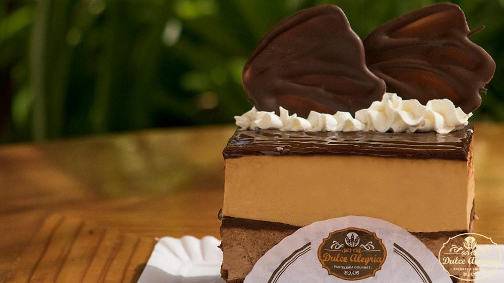 Pastel Mousse Chocolate y Manjar Artesanal