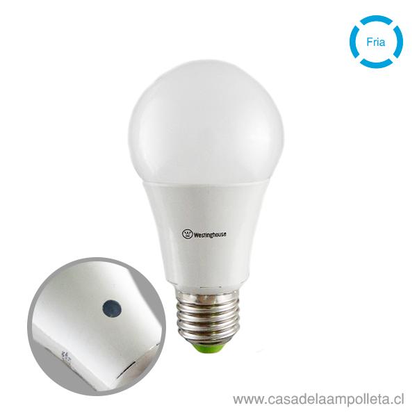 AMPOLLETA LED A60 CON SENSOR DIA/NOCHE 9W - BLANCO FRÍO (5000K)