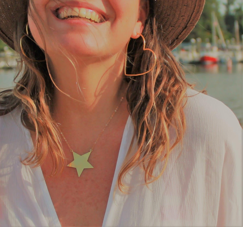 Collar Estrella Calada a Mano Dorada