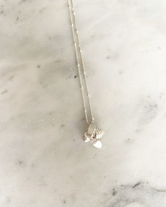 Collar abeja plata