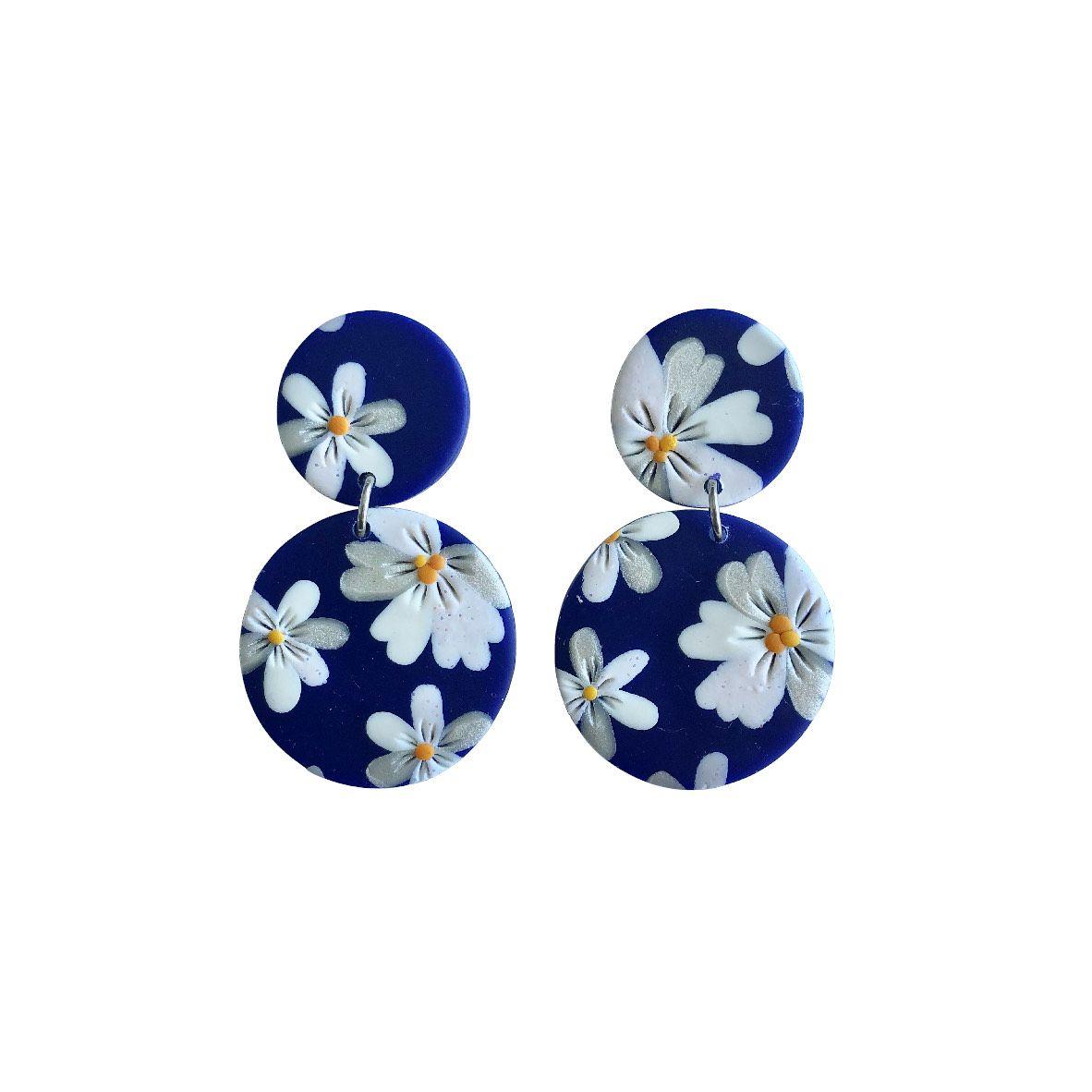 Aros azules flores blancas