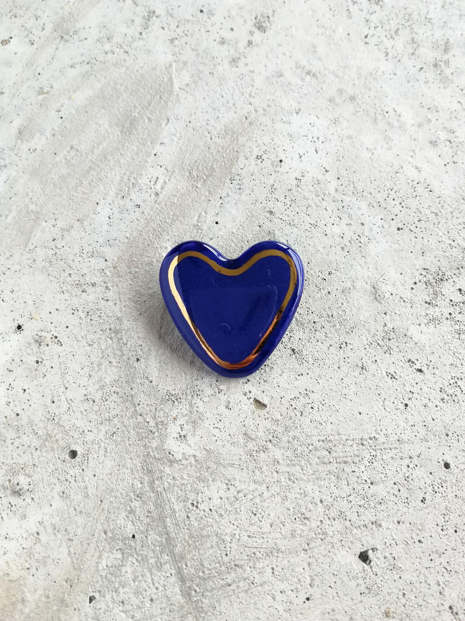 Prendedor de Cerámica Corazón borde Oro Azul