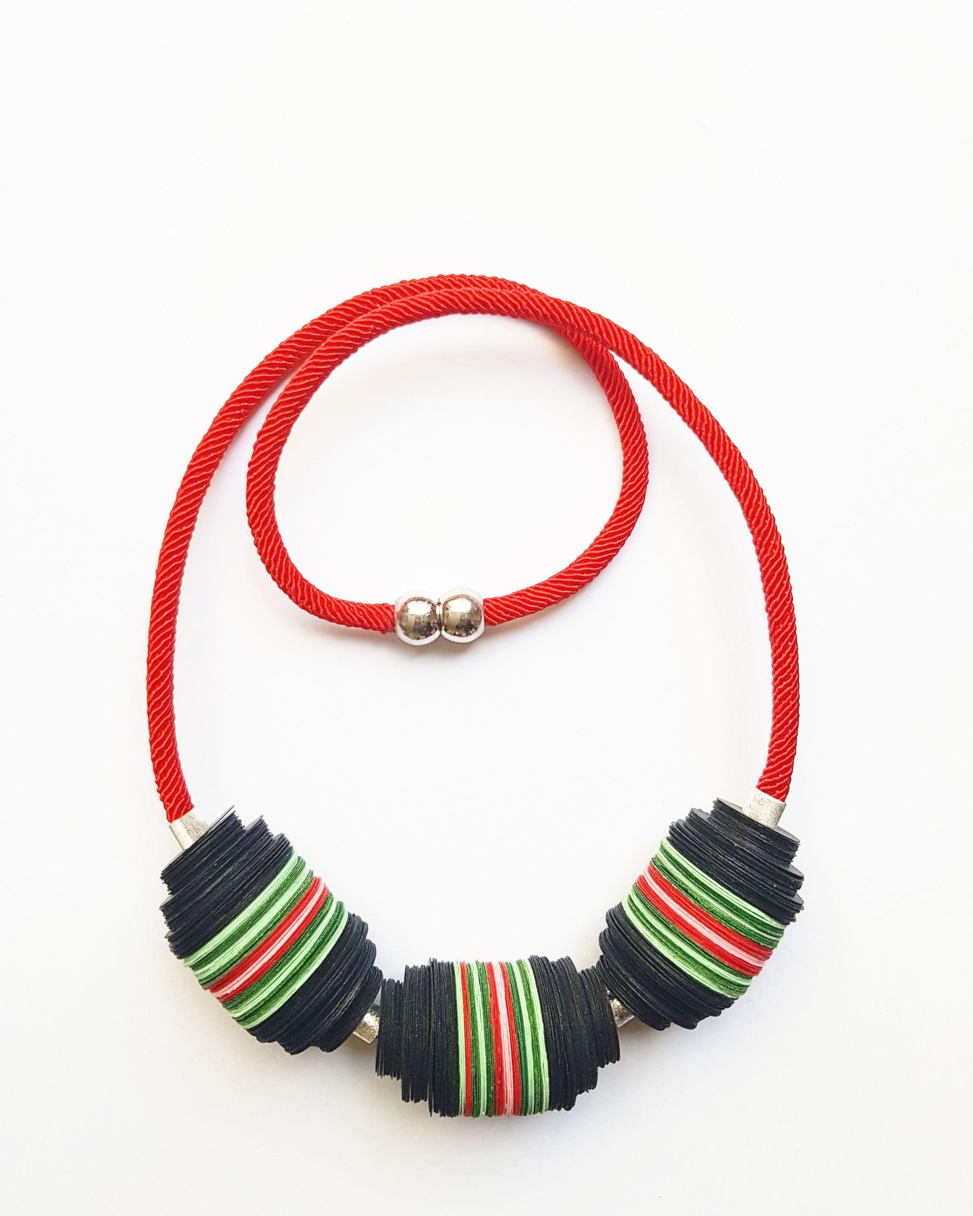 Collar Papel Cuncuna Cordon Rojo - 13 Ciervos