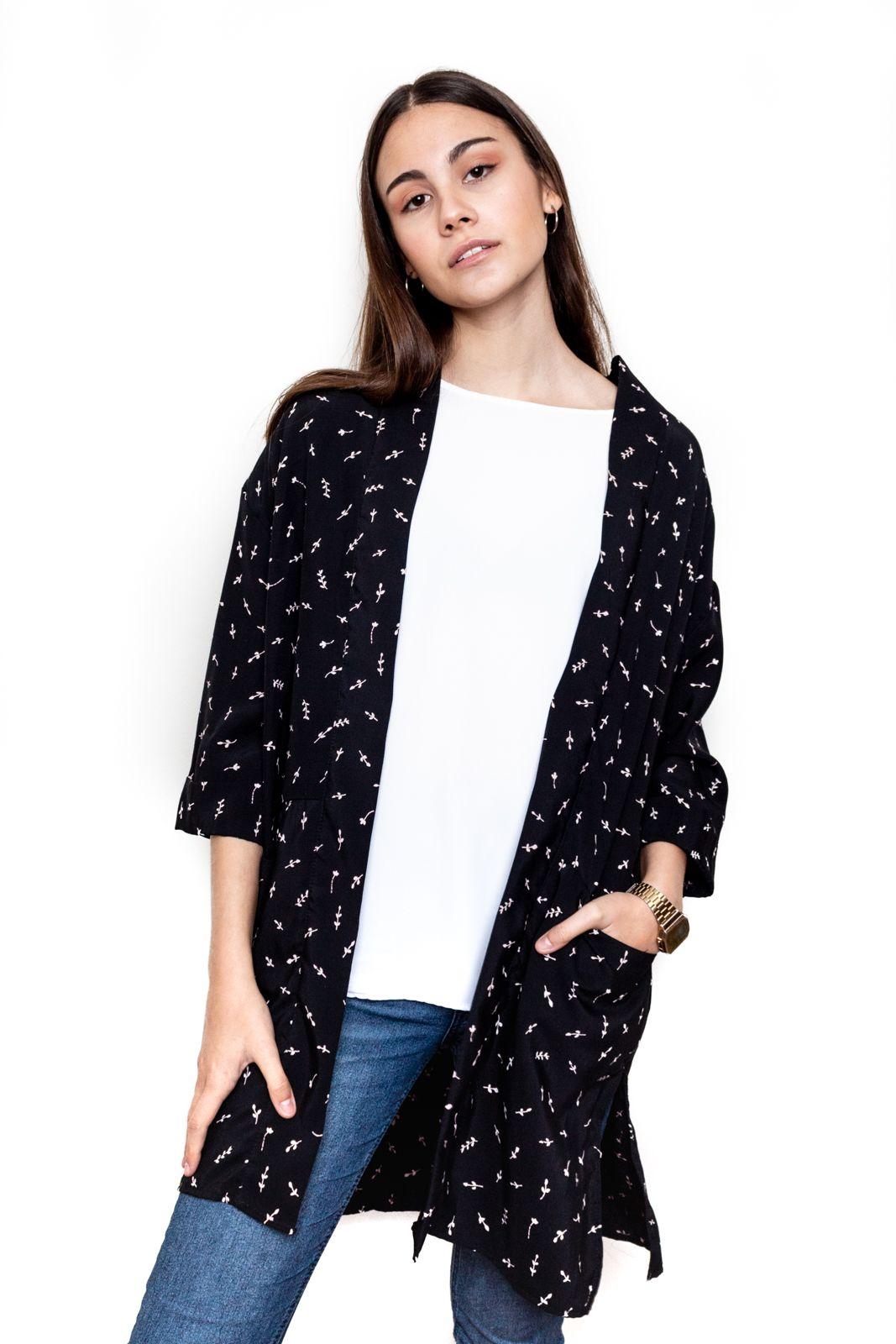 Kimono negro hojitas