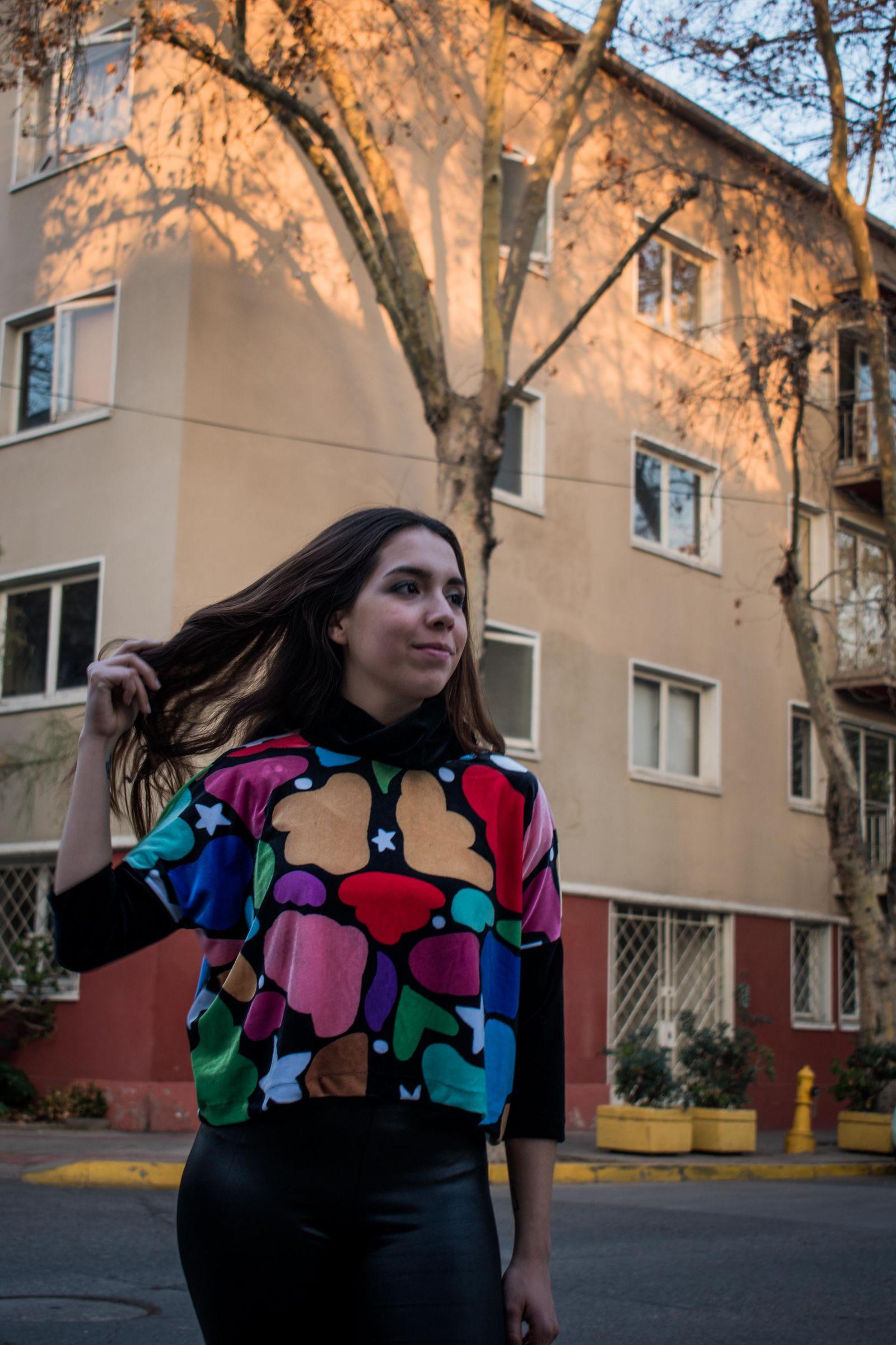 Poleron Cuello Heart  - Loreto Correa - Agrupa