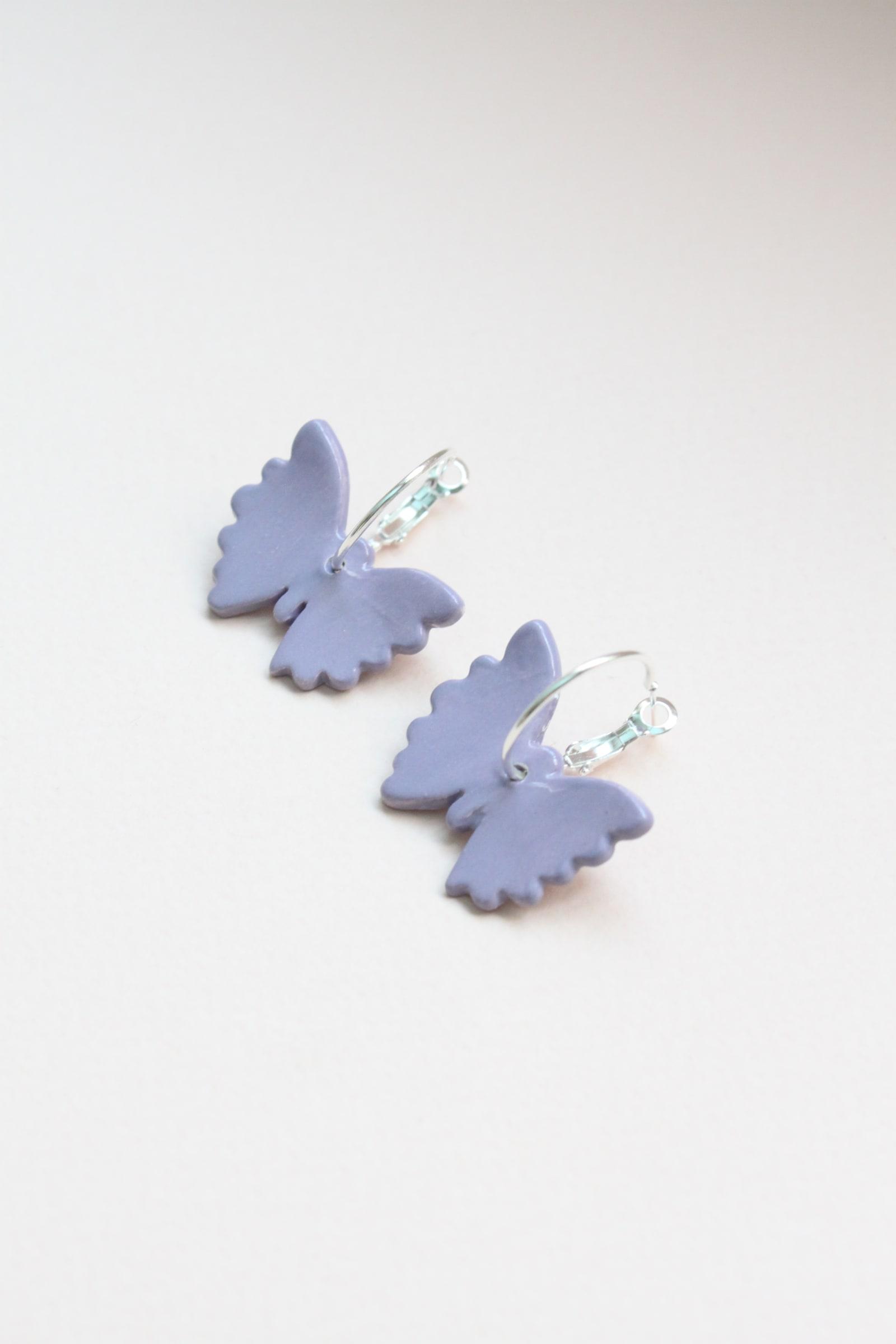 Mariposas lila argolla de plata