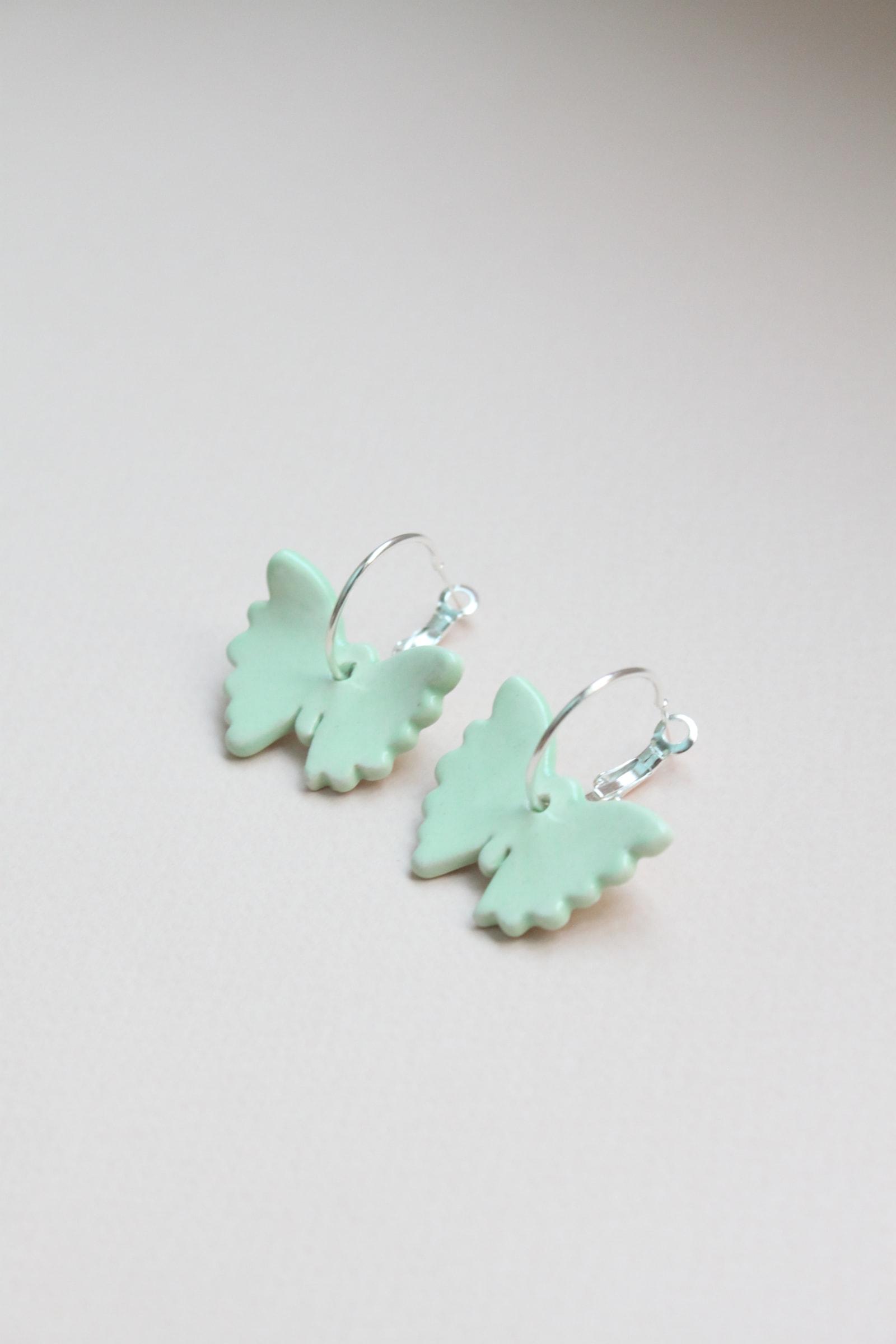 Mariposas menta argolla de plata