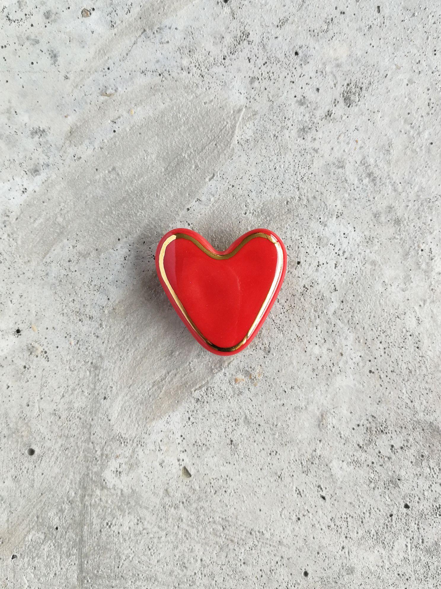 Prendedor de Cerámica Corazón borde Oro Rojo
