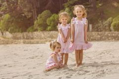 Vestido rosado, cintas blancas