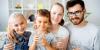 familia bebiendo agua 768x3844531