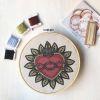 Mini Kit para bordar Corazón Espina y Corona