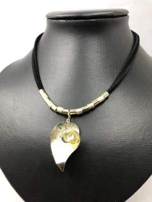 BA3386-Coll gamz negra colgante gota ondulada dorada