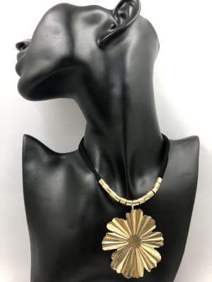 BA3392-Coll gam negra colg flor brill dorada
